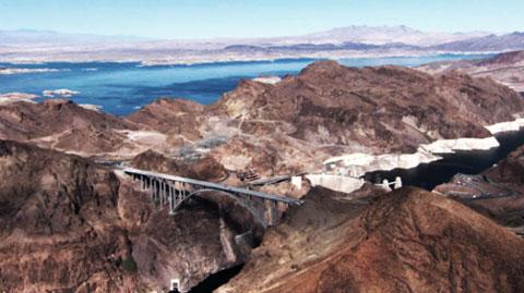 コロラド渓谷にアーチ橋