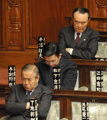 おきやがれ日本/いねむり政治家さ3兄弟