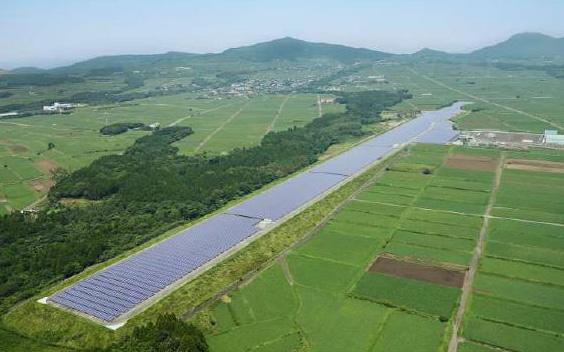 元枕崎空港の滑走路で8.2MWのメガソーラー運転開始