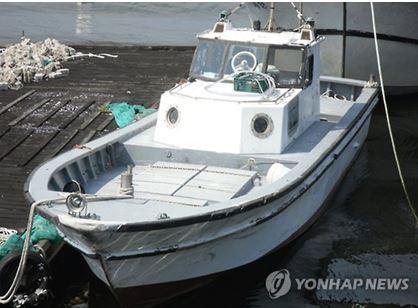 エンジン3機搭載した超高速密航用小型漁船