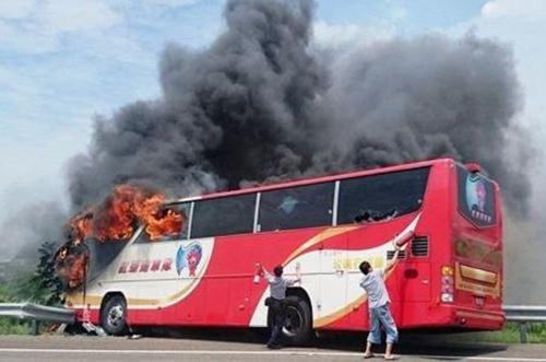 台湾でバス炎上